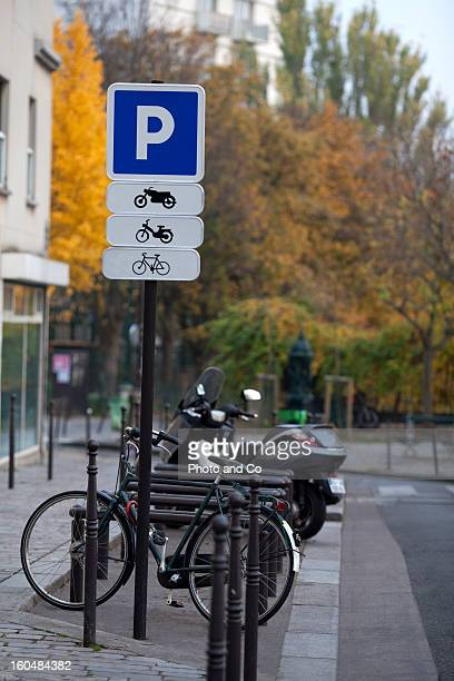 parking signfor motocycle and bike - letter p stock pictures, royalty-free photos & images