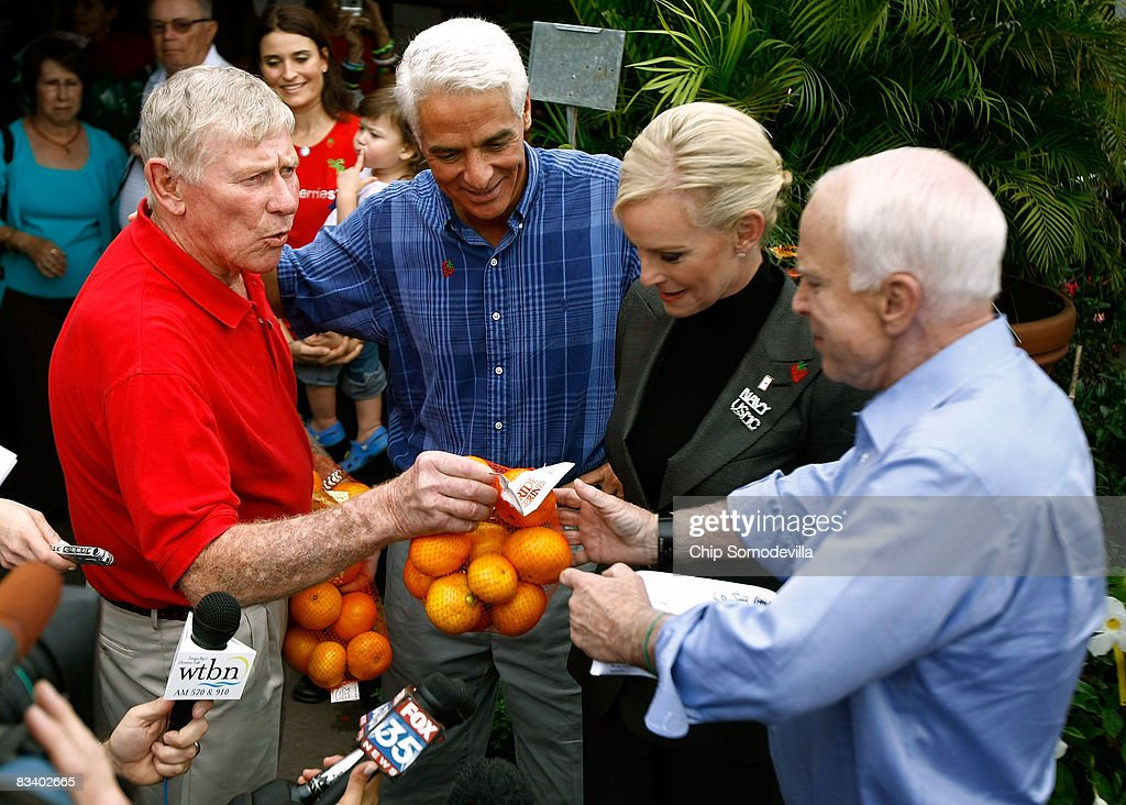 John McCain Campaigns As Election Day Nears : News Photo