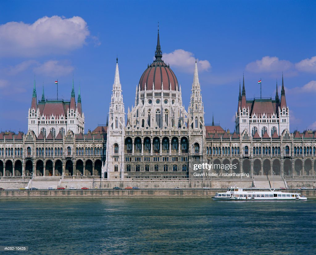 Parliament Building and River Danube, Budapest, Hungary, Europe : Foto de stock