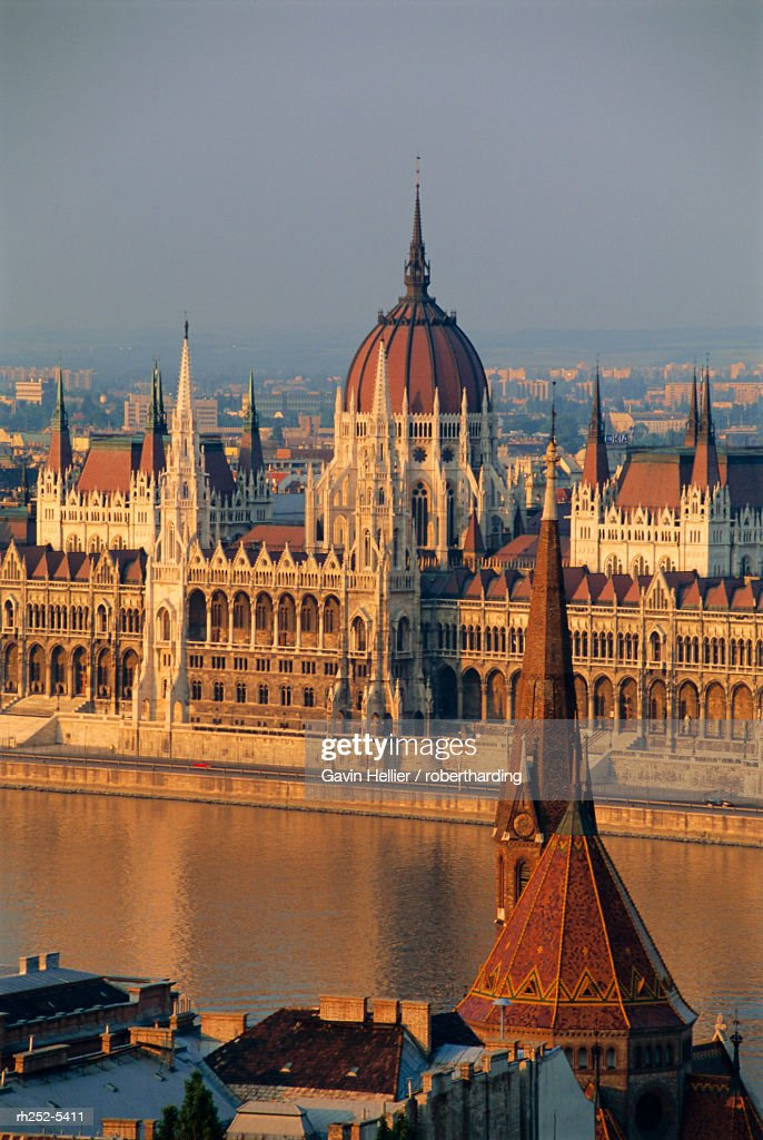 Parliament building and the Danube River from the Castle district, Budapest, Hungary : Stockfoto