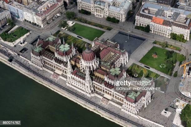 Parlamentsgebäude in Budapest aus der Luft