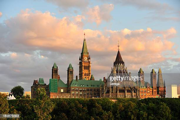 parliament building in ottawa, onratio - ottawa stock pictures, royalty-free photos & images