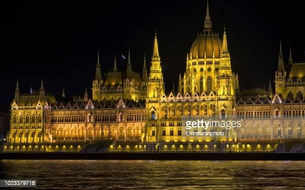parliament building in prague at night. - emreturanphoto stock-fotos und bilder