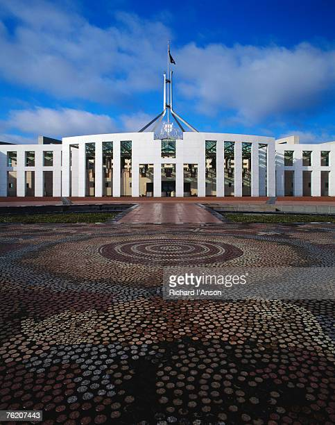 parliament house with mosaic in foreground, canberra, australian capital territory (act), australia, australasia - canberra photos et images de collection