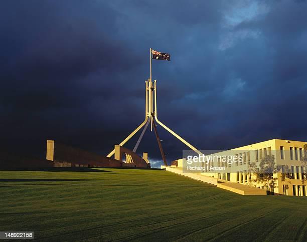 parliament house with storm clouds in background. - オーストラリア国会議事堂 ストックフォトと画像