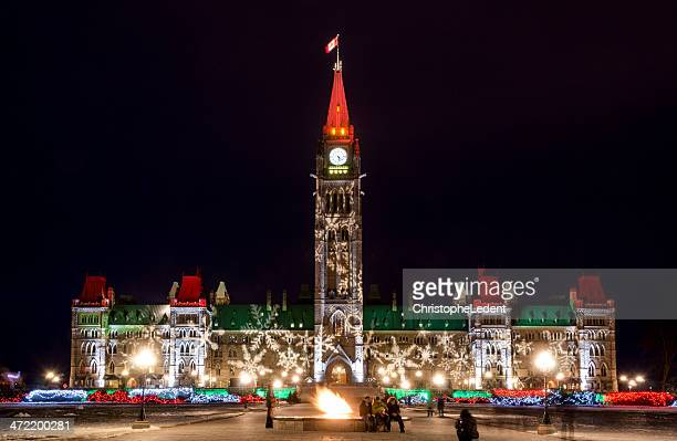 parliament of canada at christmas - ottawa stock pictures, royalty-free photos & images