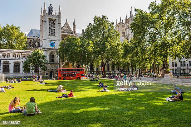 parliament square and st margaret's church - parliament square stock pictures, royalty-free photos & images