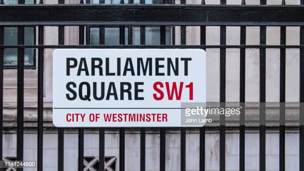 parliament square street sign.close-up. - parliament square stock pictures, royalty-free photos & images
