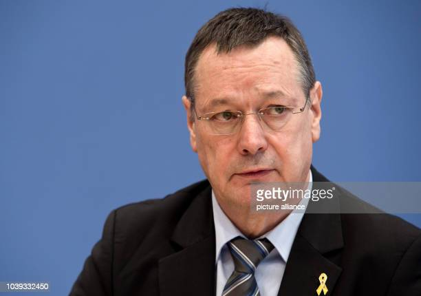 Parliamentary commissioner for the German armed forces Hellmut Koenigshaus presents his annual report 2013 at a press conference in Berlin Germany 28...