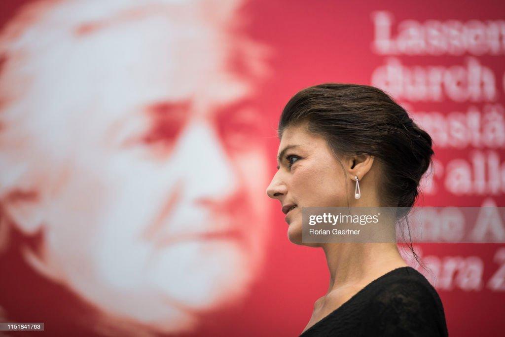 Faction Meeting Of Die Linke Party : Nachrichtenfoto