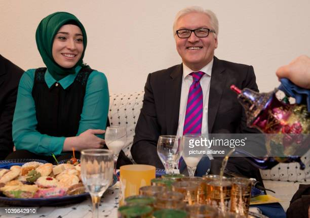 SPDparliamentary party leader FrankWalter Steinmeier sits as a guest with GermanTurkish student Filiz Topal as part of the campaign Speisen...