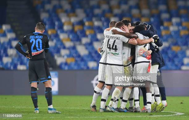 Parma Calcio players celebrate the victory after the Serie A match between SSC Napoli and Parma Calcio at Stadio San Paolo on December 14 2019 in...