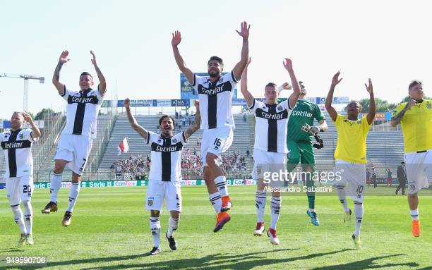 Parma Calcio players celebrate the victory after the serie B match between Parma Calcio and Carpi FC at Stadio Ennio Tardini on April 21, 2018 in...