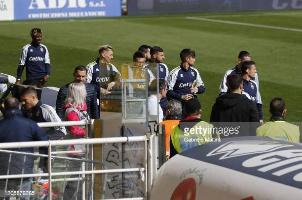Parma Calcio players return to the locker room the game has been postponed for 30 minutes during the Serie A match between Parma Calcio and SPAL at...