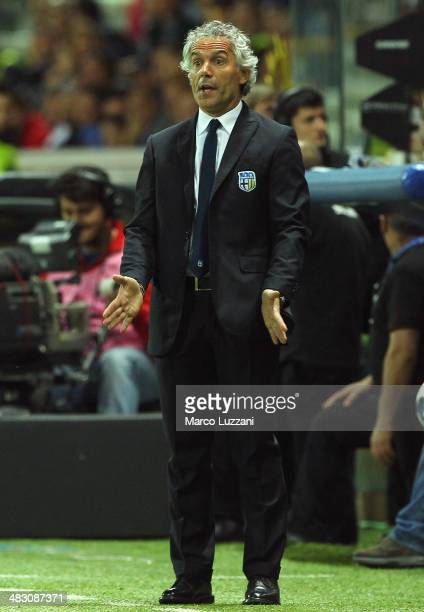 Parma FC coach Roberto Donadoni gestures during the Serie A match between Parma FC and SSC Napoli at Stadio Ennio Tardini on April 6 2014 in Parma...