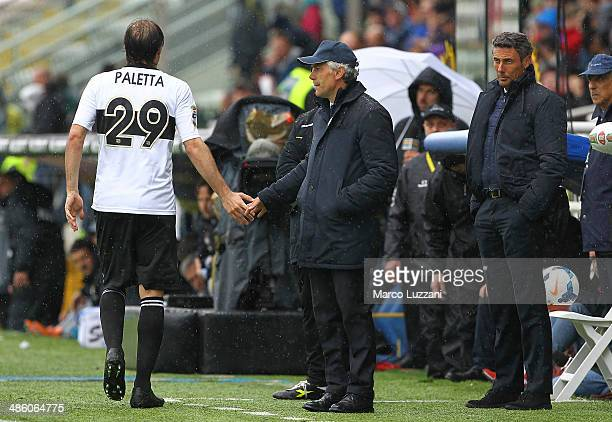 Parma FC coach Roberto Donadoni shakes hands with Gabriel Alejandro Paletta of Parma FC during the Serie A match between Parma FC and FC...