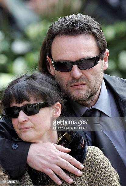 Paolo Onofri comforts his wife Paola Pellinghelli as they arrive at Parma's Dome for the funeral of their son 17month old Tommaso 08 April 2006 The...