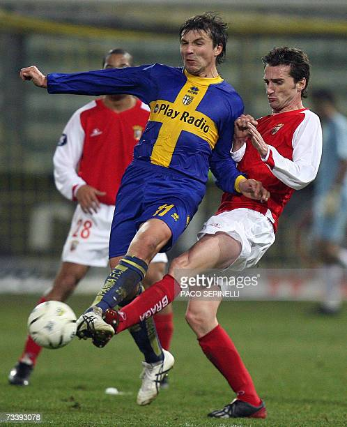 Parma's forward Vitali Kutuzov fights for the ball with Braga's defender Carlos Fernandes during their Uefa Cup football match, second leg, at...