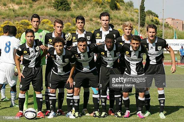 Parma players line up before the Campionato Allievi Nazionali final match between Empoli FC and FC Parma at Stadio B Bonelli on June 19 2013 in...