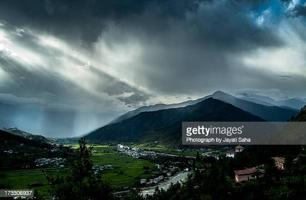 paro valley - paro district stock pictures, royalty-free photos & images