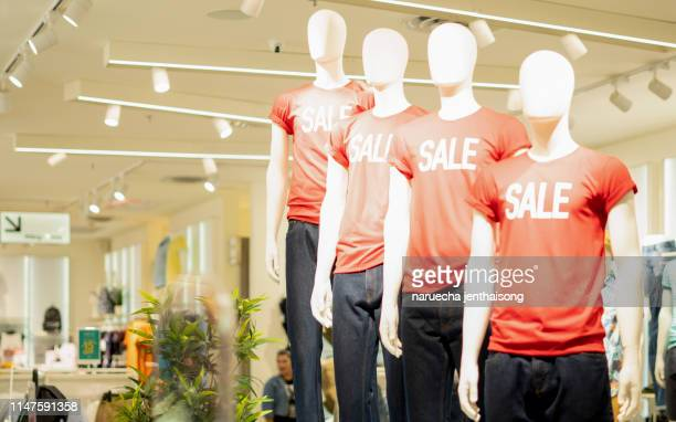 bangkok, thailand - july 1, 2018 : part of male mannequin dressed in casual clothes with sale text in the shopping department store for shopping, business fashion and advertisement concept. - erschwinglich stock-fotos und bilder