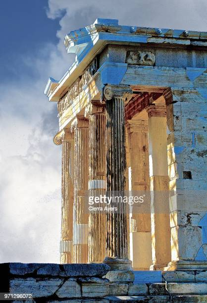parthenon temple at the acropolis of athens in greece t - neoklassiek stockfoto's en -beelden
