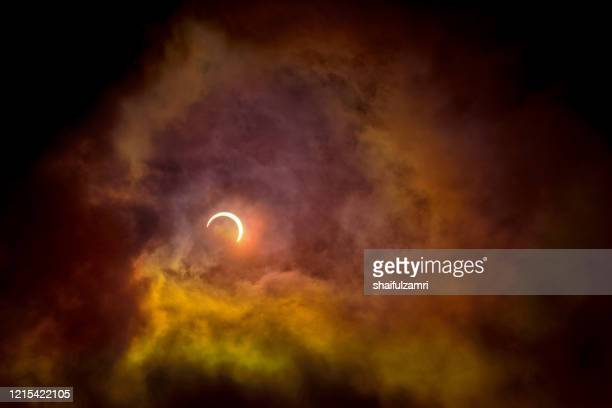 partial annular solar eclipse, known in such circumstances as a ring of fire, seen in malaysia. - shaifulzamri stockfoto's en -beelden