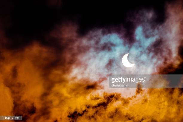 partial annular solar eclipse seen in malaysia in 26th dec 2019. - shaifulzamri stock-fotos und bilder