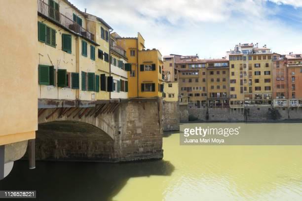 partial view of the ponte vecchio in florence.  italy - patrimonio de la humanidad por la unesco stock pictures, royalty-free photos & images