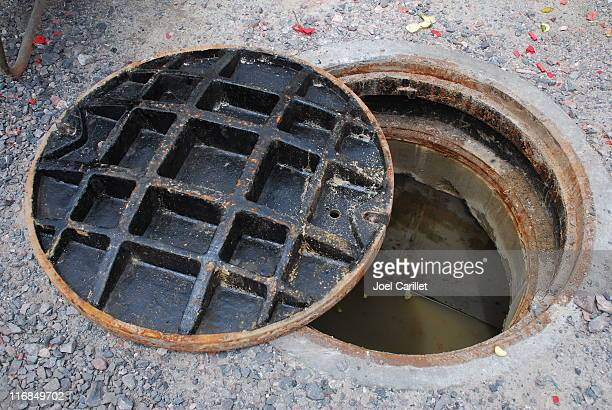 open manhole - sewer stock pictures, royalty-free photos & images