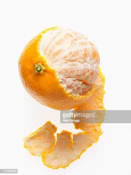 partially peeled clementine - 剥いた ストックフォトと画像