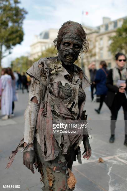 A participant attends the Zombie Walk in Paris on October 7 2017 / AFP PHOTO / Thomas SAMSON