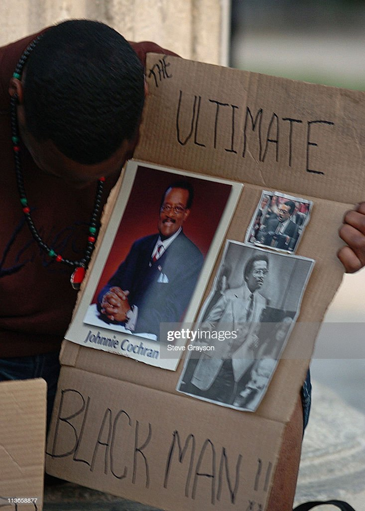 Candlelight Vigil in Memory of Johnnie L. Cochran Jr. - March 30, 2005 : News Photo