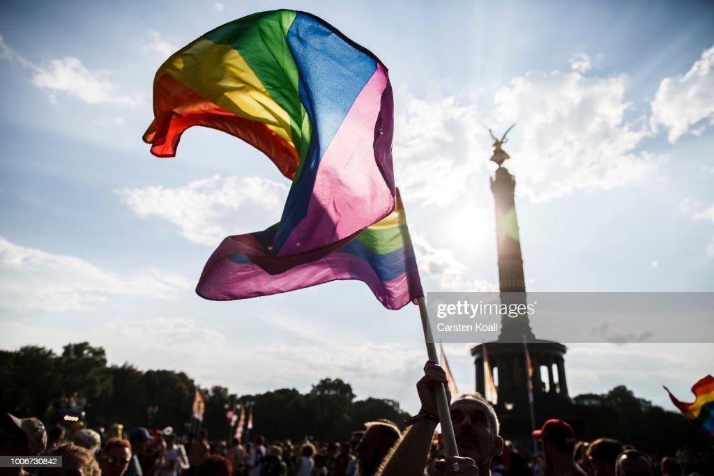 Christopher Street Day In Berlin : Nachrichtenfoto