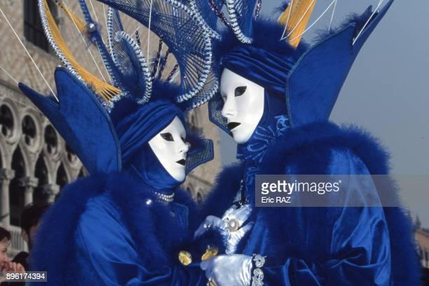 Participants costumes du carnaval de Venise en fevrier 1998 Italie