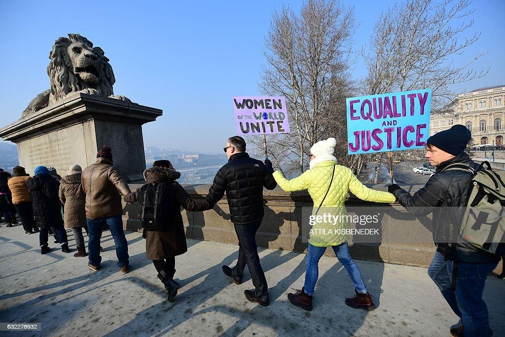 HUNGARY-POLITICS-US-INAUGURATION-WOMEN-MARCH : News Photo