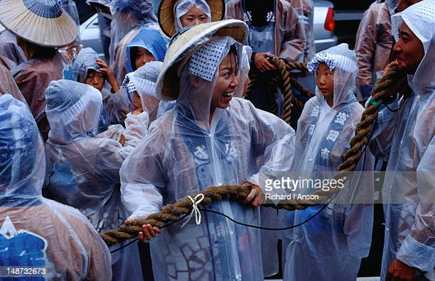 participants having fun and staying dry at the hachimangu festival. - 盛岡市 ストックフォトと画像