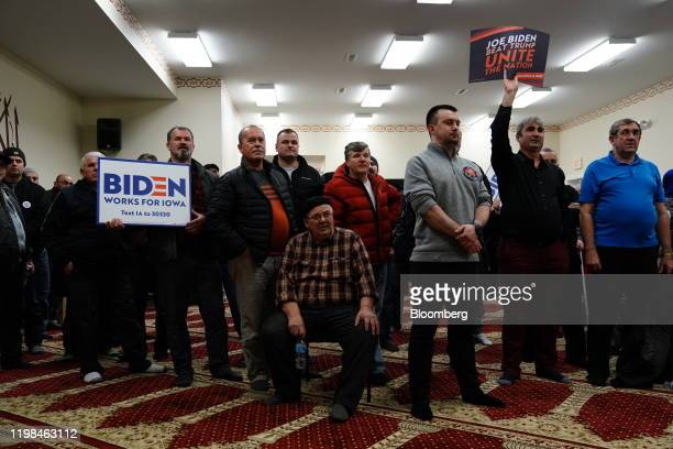 Participants hold campaign signs for former US Vice President Joe Biden 2020 Democratic presidential candidate during the firstinthenation Iowa...