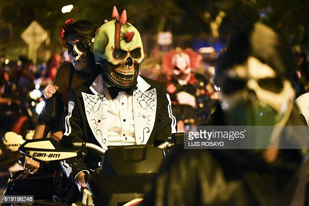 Participants in costume ride their motorcycle during a 'MotoHalloween party' along the streets in Cali on October 29 2016 / AFP / LUIS ROBAYO