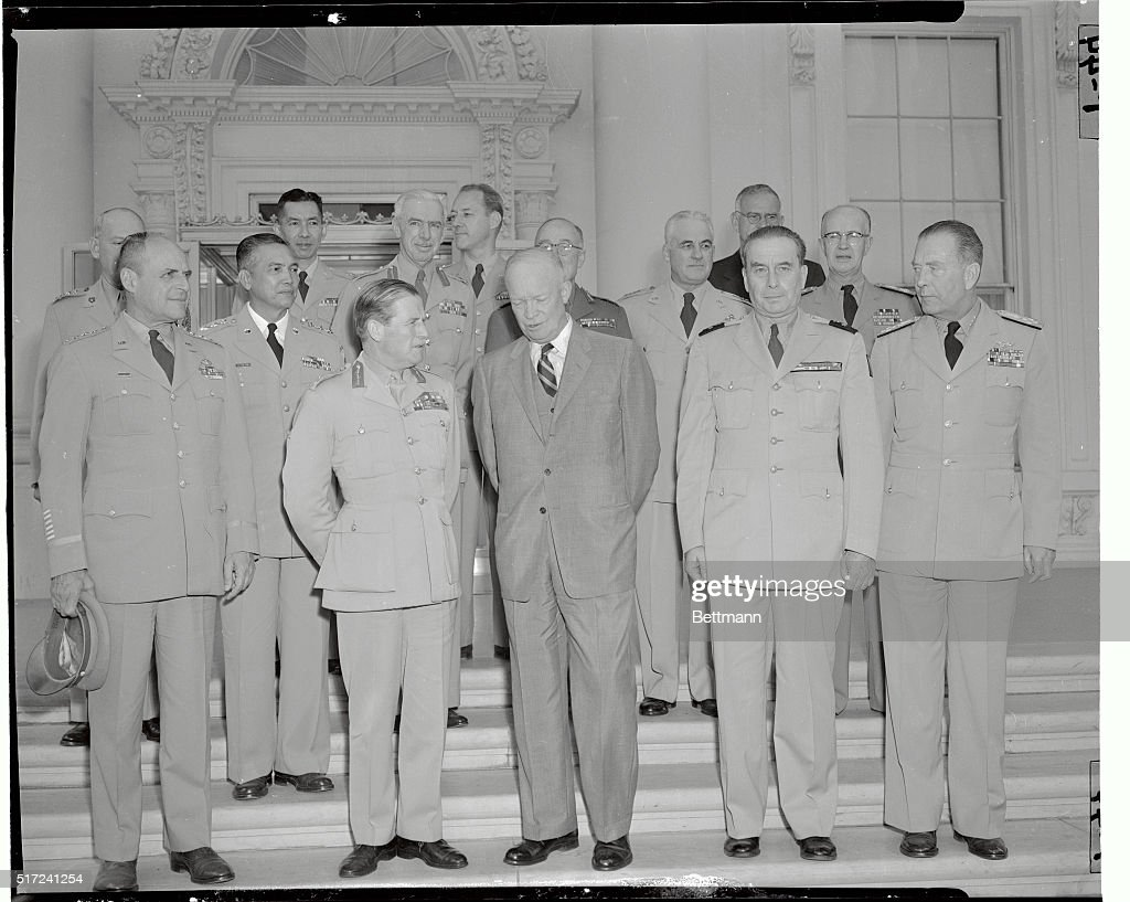 Military Officers With President : News Photo