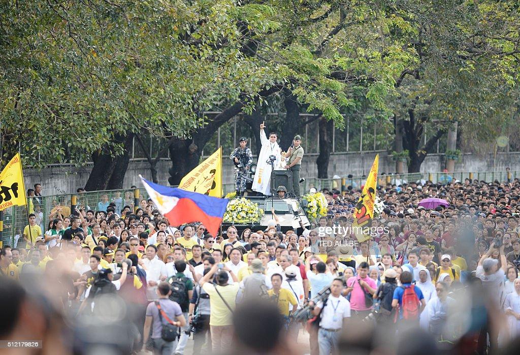 PHILIPPINES-REVOLUTION-ELECTION-MARCOS : News Photo