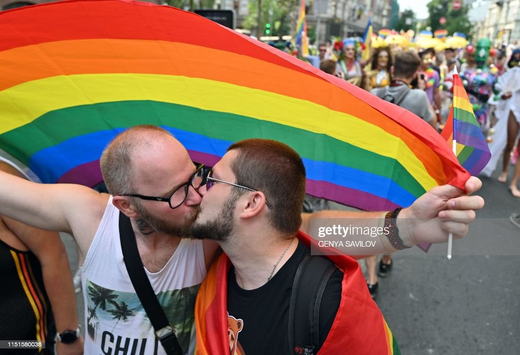 TOPSHOT-UKRAINE-LGBTQ-RIGHTS-DEMO : News Photo