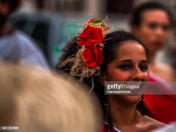 deelnemers van de groep maracatu odé da mata etappe de maracatu - pessoas stockfoto's en -beelden