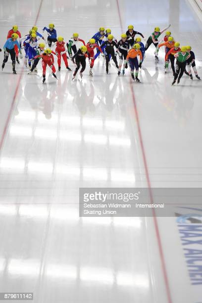 Participants perform during the Ladies mass start at the ISU Junior World Cup Speed Skating at Max Aicher Arena on November 26 2017 in Inzell Germany