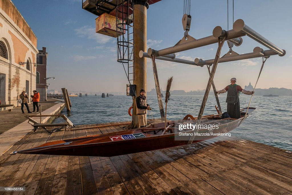 ITA: The Befana regatta in Venice