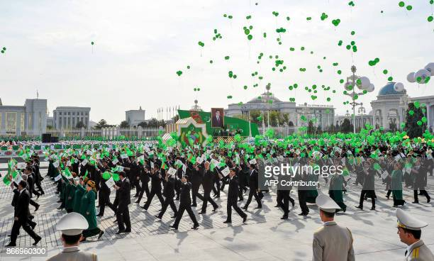 Participants release balloons as they parade in central Ashgabat on October 27 on the 26th anniversary of Turkmenistan's independence. / AFP PHOTO /...