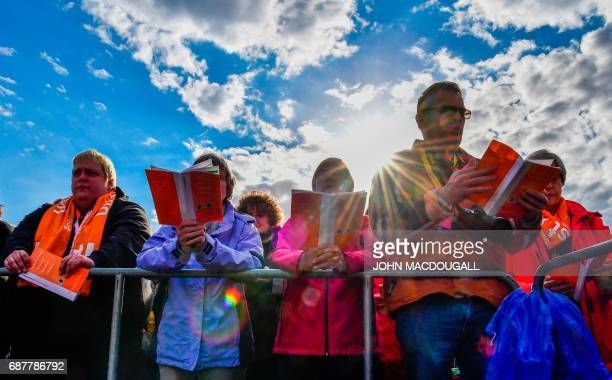 Participants sing in Berlin on May 24 2017 during the opening mass of the Kirchentag festival celebrating the 500th anniversary of the Reformation /...