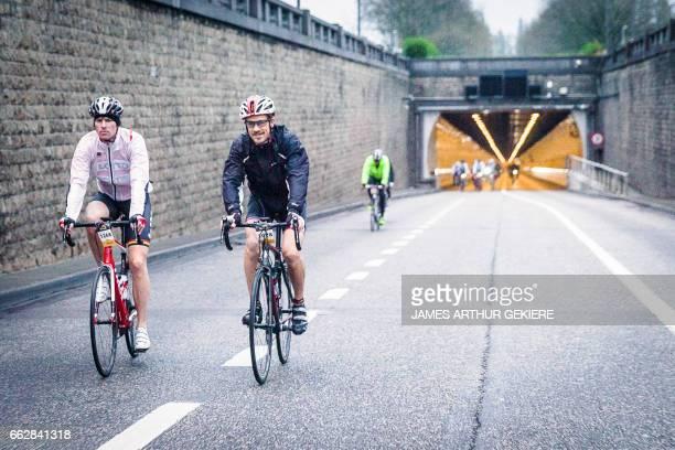 Participants take part in the 'Ronde van Vlaanderen 2017' cycling race on April 1 2017 in Antwerpen / AFP PHOTO / Belga / JAMES ARTHUR GEKIERE /...