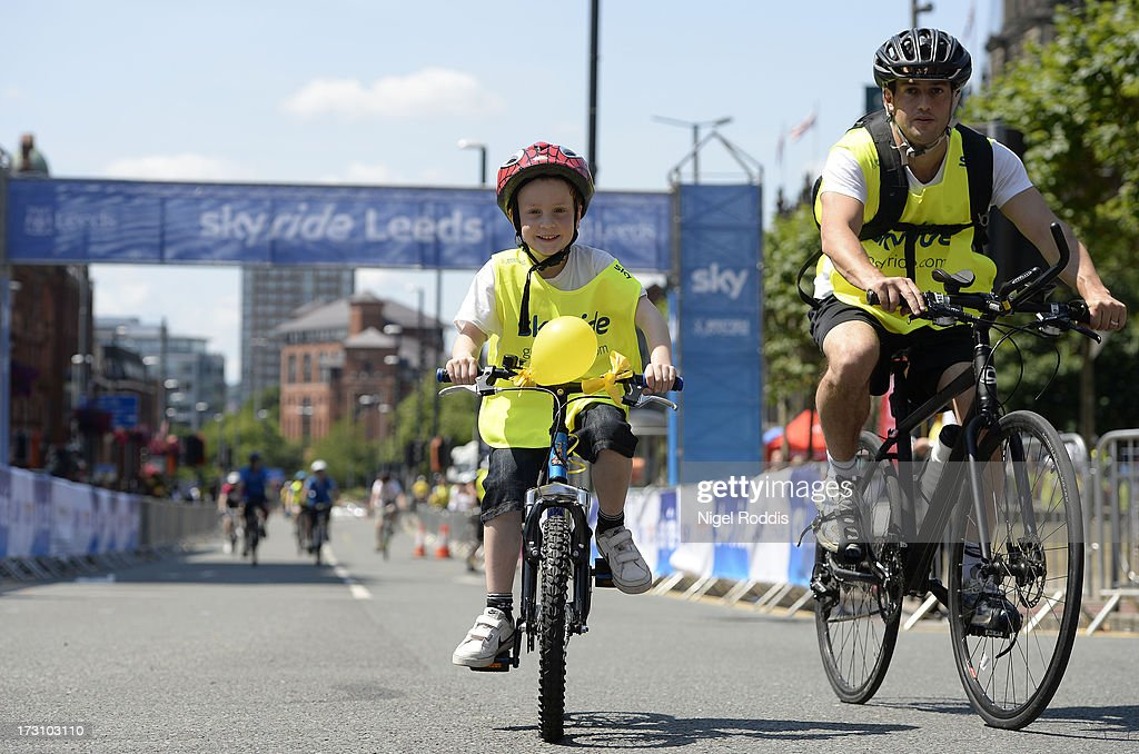 Participants take part in the Sky Ride Leeds today - a free, fun, family cycling event from British Cycling and Sky held in partnership with Leeds City Council, offering people of all ages and abilities the chance to cycle arounsd a traffic-free city on Jult 7, 2013 in Leeds, England. Th ride celebrated the fact that the Tour de France will start in Leeds in 2014. Find a free organised bike ridenear you and see how you can get involved at www.goskyride.com - there's something for everyone.