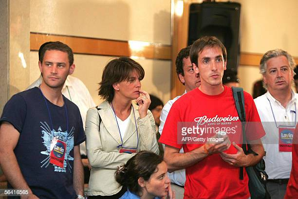 Partidarios del candidato presidencial Joaquin Lavin del partido Union Democrata Independiente muestran su desazon tras el reconocimiento de la...